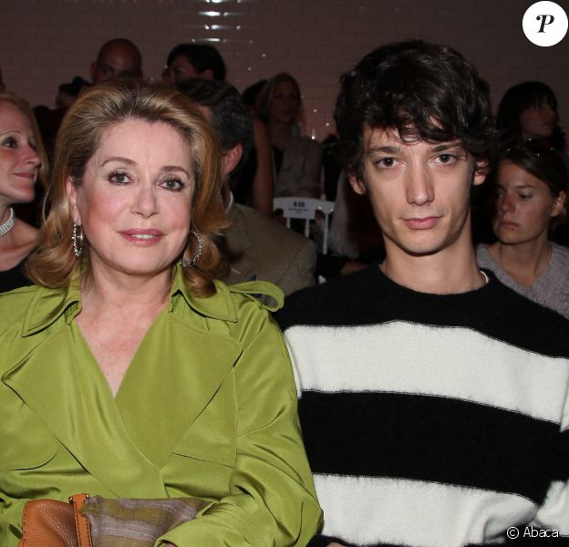 Catherine Deneuve et son petit-fils Igor Vadim au défilé Jean-Paul Gaultier. @Denis Guignebourg/ABACAPRESS.COM