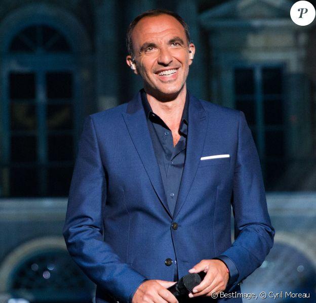 """Nikos Aliagas - Enregistrement de l'émission """"La chanson de l'année"""" dans les jardins du Palais Royal à Paris. © Cyril Moreau / Bestimage"""