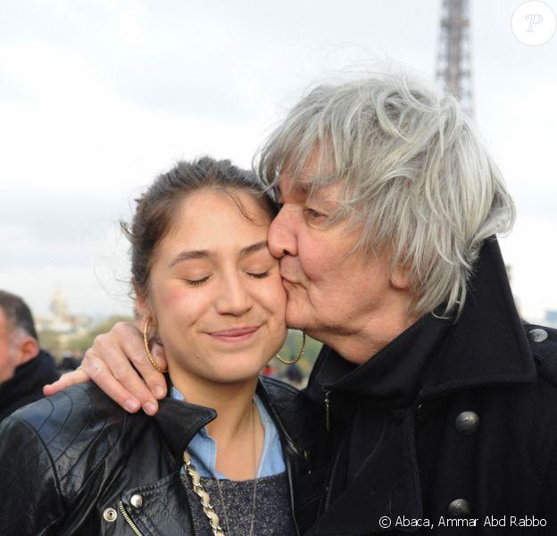 Jacques Higelin et sa fille Izïa manifestent au Trocadéro de Paris. @Ammar Abd Rabbo/ABACAPRESS.COM