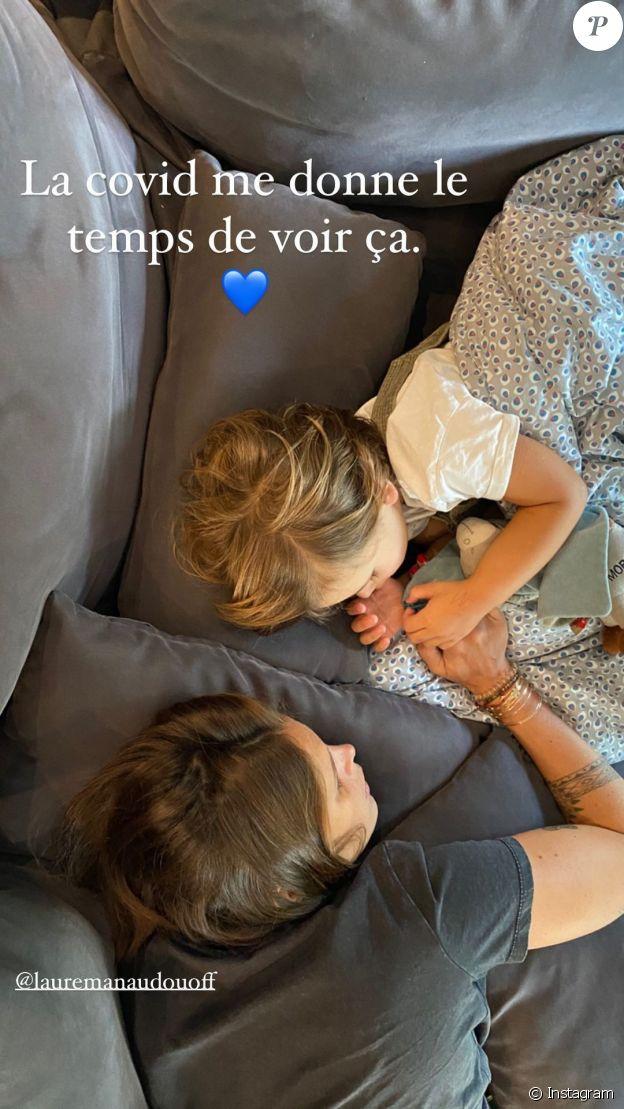 Laure Manaudou avec Jérémy Frérot et leur fils Lou, le 19 octobre 2020.