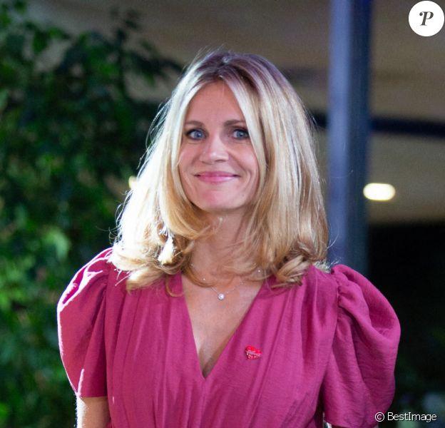 Sandrine Corman ( animatrice RTL ) lors de la 32ème édition du Télévie, l'opération de récolte de dons de RTL Belgium au profit du Fonds de la recherche scientifique (FNRS) pour aider la lutte contre la leucémie et le cancer. Belgique, Bruxelles
