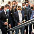 Christian Estrosi, le maire de Nice, et sa femme Laura Tenoudji Estrosi sont venus se recueillir sur le parvis de la Basilique Notre Dame de l'Assomption, le 30 octobre 2020, le lendemain de l'attentat qui a coûté la vie à 3 personnes. © Bruno Bebert / Bestimage