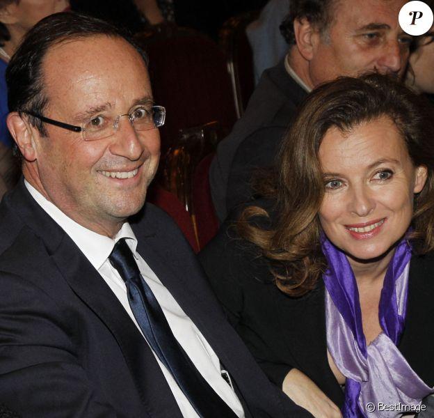 Valérie Trierweiler et François Hollande au théâtre Edouard VII à Paris