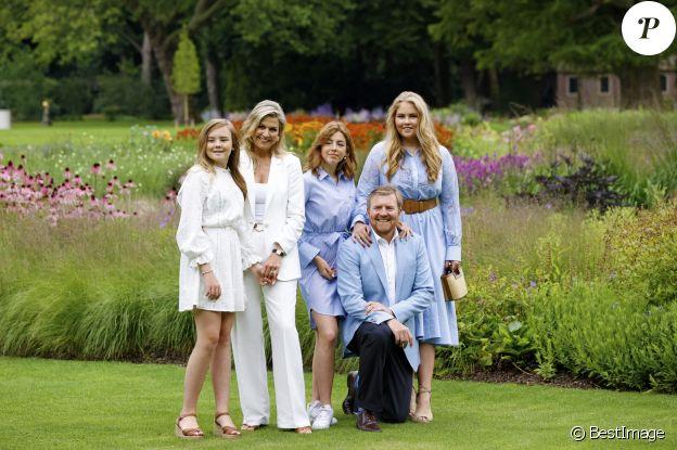 Le roi Willem Alexander des Pays-Bas, La princesse Ariane des Pays-Bas, La reine Maxima des Pays-Bas, La princesse Catharina-Amalia des Pays-Bas, La princesse Alexia des Pays-Bas - Rendez-vous avec les membres de la famille royale des Pays-Bas dans les jardins du Huis ten Bosch à La Haye le 17 juillet 2020.