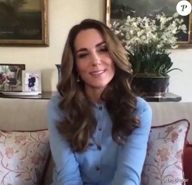 Catherine Kate Middleton, duchesse de Cambridge s'entretient avec Johannah Churchill, une des finalistes du projet Hold Still , un concours photographique de portrait pendant le confinement. Londres, novembre 2020.