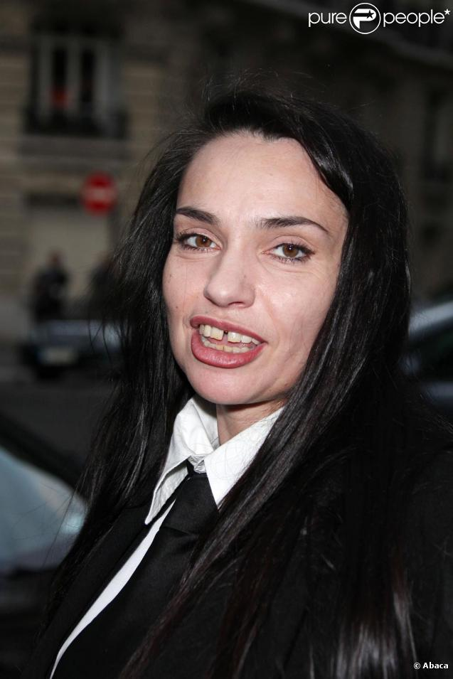 Classify french actress beatrice dalle for Beatrice dalle wiki