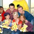 "Hannah Spearritt, Tina Barrett, Jo O'Meara, Rachel Stevens, Bradley McIntosh, Jon Lee - Le groupe S Club 7 lance le ""BBC Children in need donation line"" au BT Tower. Londres."