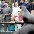 Shia LaBeouf et Michael Douglas, près du zoo de Central Park, à New York, à l'occasion du tournage de  Wall Street 2 , le 7 octobre 2009.