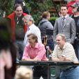 Oliver Stone, Shia LaBeouf et Michael Douglas, près du zoo de Central Park, à New York, à l'occasion du tournage de  Wall Street 2 , le 7 octobre 2009.