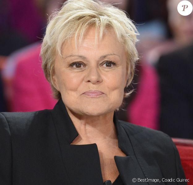 """Muriel Robin - Enregistrement de l'émission """"Vivement Dimanche"""" à Paris. Invité principal Michel Bouquet. © Coadic Guirec/Bestimage"""