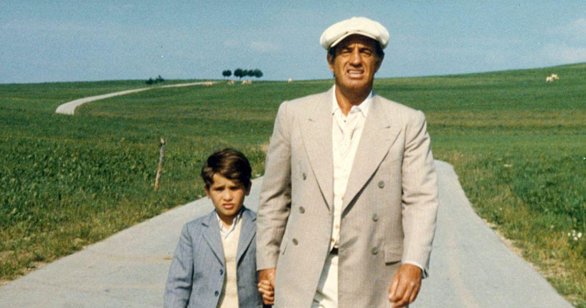 Archives - Rachid Ferrache et Jean-Paul Belmondo sur le tournage du film  L'As des as. 1982 - Purepeople