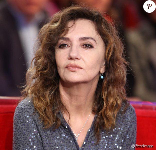 Caroline Cellier sur le plateau de Vivement Dimanche.