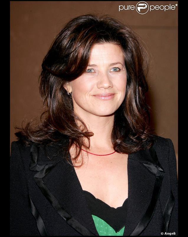 Daphne Zuniga - Wallpaper Actress