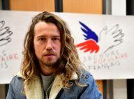 Julien Doré : Les fesses à l'air, il pose fièrement pour le Nouvel An
