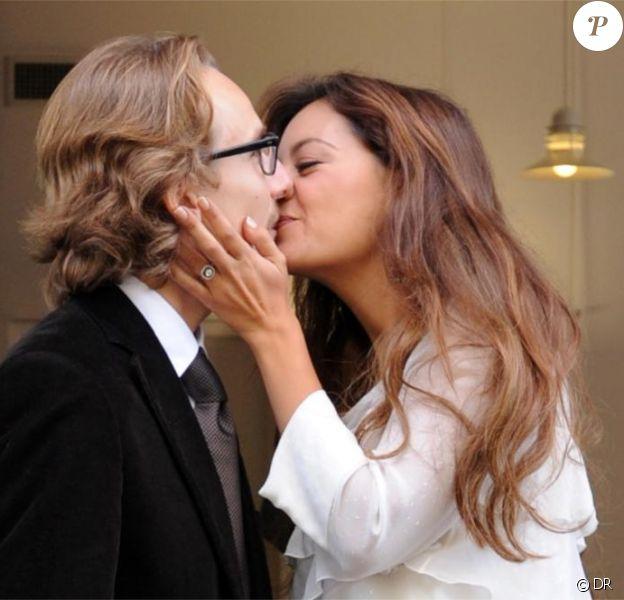 Lorànt Deutsch et Marie-Julie Baup s'aiment comme au premier jour. Ils se sont mariés à l'Ile de Ré. 3/10/09