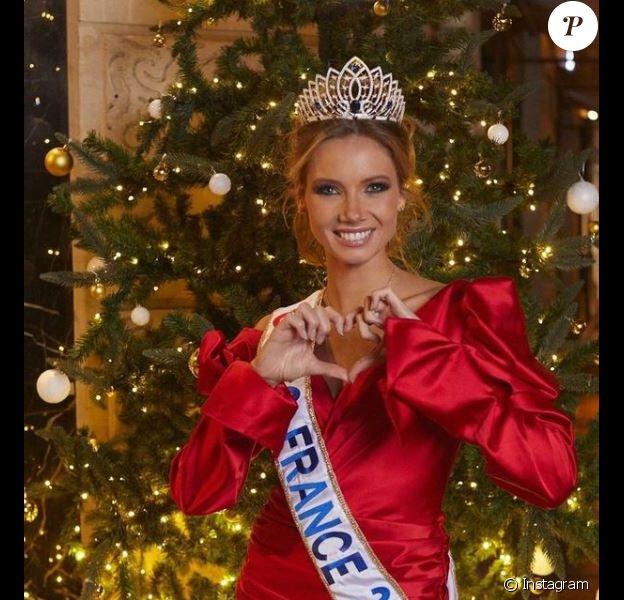 Amandine Petit (Miss France 2021) fête Noël