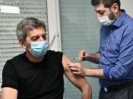 Vaccins contre la Covid-19 : Michel Cymes et Marina Carrère d'Encausse montrent l'exemple