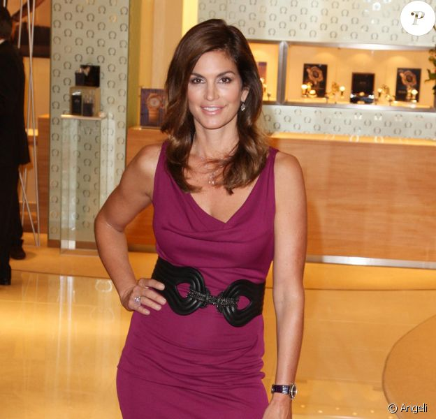 Cindy Crawford lors du lancement de la collection Omega Constellation, le 15 octobre à Londres