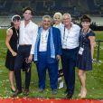 Zuleika (soeur de Mika), Fortuné (frère de Mika), Sir Mohammad Jaafar, un ami de la famille (au milieu) avec sa femme (à sa gauche), Michael Holbrook Penniman (le père de Mika), Jasmine (soeur de Mika) - La famille de Mika pose avec Sir Mohammad Jaafar après le concert lors de la finale du Top 14 français entre Montpellier et Castres au Stade de France à Paris, le 2 juin 2018. © Pierre Perusseau/Bestimage