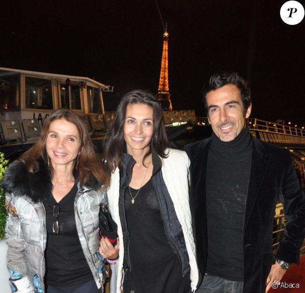 Victoria Abril, Adeline Blondieau et son fiancé Laurent pour les 60 ans des Bateaux-Mouches à Paris (22 octobre 2009)