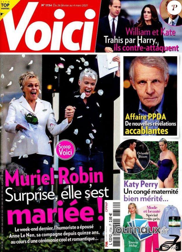 """Le mariage de Muriel Robin et Anne Le Nen annoncé par le magazine """"Voici"""" du 26 février 2021."""