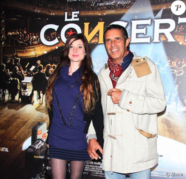 Julien Clerc et sa compagne Hélène lors de la projection en avant-première du film Le Concert. Théâtre du Châtelet, le 23/10/09