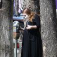 Exclusif - Emma Stone, enceinte, à la sortie d'un cabinet médical à Los Angeles, le 19 février 2021.