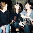 Charlotte Gainsbourg, Kate Barry et Jane Birkin au défilé John Galliano à Paris.