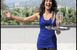 Teri Hatcher sert des coupes de champagne, et c'est une autre Desperate Housewives... qui s'occupe du bar !