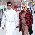 Exclusif - Chloë Sevigny, enceinte, dévoile son baby bump lors d'une sortie avec son compagnon Sinisa Mackovic à New York, deux mois avant leur mariage secret.