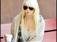 Taylor Momsen : Elle gratte sa guitare entre les prises de vue ! Pas de temps mort !