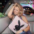 Cindy est-elle fan des coussins à tête de lapin, ou est-elle juste très contente d'attirer les photographes ?