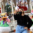 Vitaa - Le Festival Halloween Disney vient officiellement de débuter à Disneyland Paris. C'est le moment de venir profiter du retour des Méchants Disney, des nombreux « Points Selfies » avec Mickey et ses Amis dans leurs tenues spéciales Halloween, de la décoration automnale du Parc Disneyland et bien sûr des attractions frissonnantes ! De nombreuses célébrités ont tenu à faire partie des premiers visiteurs de cette saison incontournable et plonger le plus tôt possible dans cette atmosphère méchamment drôle. Découvrez leurs expériences en images et retrouvez ci-dessous le programme du Festival Halloween Disney qui se déroule tous les jours jusqu'au 1er novembre 2020.