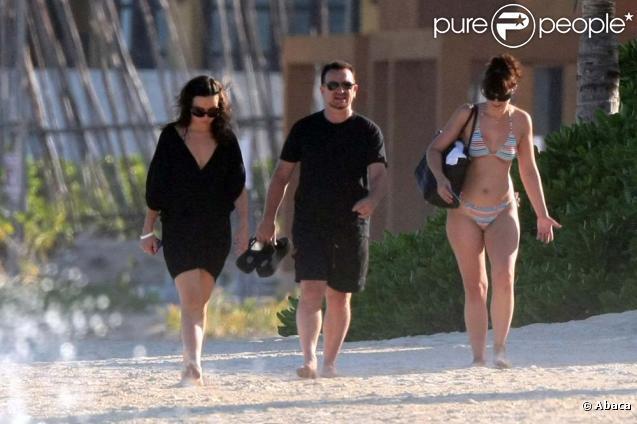Bono en famille sur une plage de Cancun au Mexique, octobre 2009 !