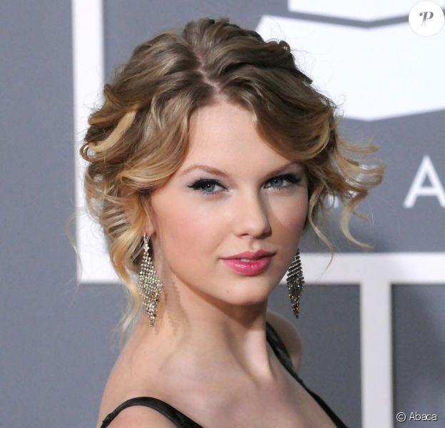 Taylor Swift défend les couleurs de Band Hero, novembre 2009