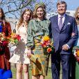 Le roi Willem-Alexander et la reine Maxima des Pays-Bas avec leurs filles les princesses Alexia, Ariane et Amalia - La famille royale des Pays-Bas réunie au High Tech Campus d'Eindhoven à l'occasion de l'anniversaire du roi (54 ans) (King's Day 2021), le 27 avril 2021.