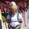 """Exclusif - Pink et son mari Carey Hart emmènent leurs enfants Willow Sage et Jameson Moon visiter le """"Capilano Suspension Bridge"""" à Vancouver le 11 mai 2018."""