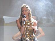 Shakira : regardez-la se déhancher dans sa robe... très courte lors des MTV EMA's 2009 !