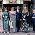 """La reine Maxima, le roi Willem-Alexander des Pays-Bas et les princesses Amalia, Ariane, Alexia et Beatrix arrivent au Théâtre Royal Carré pour l'enregistrement de l'émission spéciale """"Une vie pleine de musique"""", à l'occasion du 50 ème anniversaire de la reine. Amsterdam, le 12 mai 2021."""