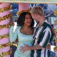 """Christina Milian, enceinte, et son compagnon M Pokora (Matt) font la promotion de la marque """"Beignet Box"""" de Christina sur un char lors d'une parade à Los Angeles le 10 avril 2021."""
