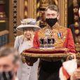 La reine Elisabeth II d'Angleterre, le prince Charles, prince de Galles, Camilla Parker Bowles, duchesse de Cornouailles, et la couronne impériale de l'État - La reine d'Angleterre va prononcer son discours d'ouverture de la session parlementaire à la Chambre des lords au palais de Westminster à Londres, Royaume Uni, le 11 mai 2021.