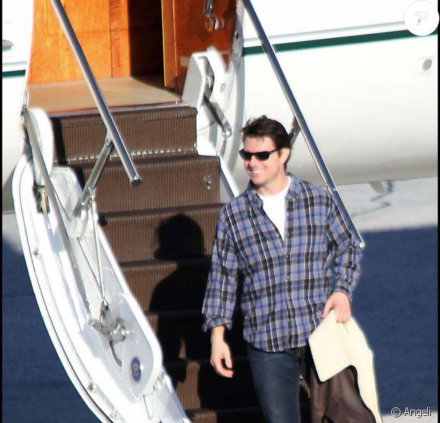 Tom Cruise à son arrivée à Salzbourg, frais et détendu après avoir traverser l'Atlantique... Hollywood quoi ! Le 19 novembre 2009.