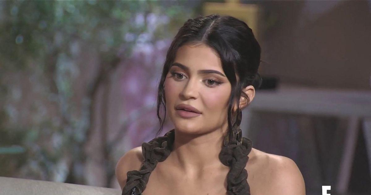 """Kylie Jenner : Deux anciennes employées dévoilent leurs """"horribles"""" conditions de travail"""