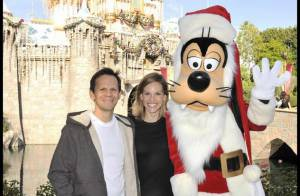 Hilary Swank retombe en enfance ! Heureuse et épanouie au côté de son amoureux et de... Mickey !