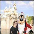 Hilary Swank à Disneyland pendant les vacances le 22 novembre 2009 en Californie