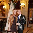 La belle Sarah Marshall et sa nouvelle coupe de cheveux accompagnée de son pygmalion Jean-Claude Jitrois, à l'occasion de la 14e édition des Sapins de Noël des Créateurs, au Grand Hotel de Paris, le 24 novembre 2009.