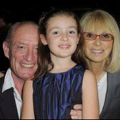 """Mireille Darc : A 71 ans, elle fait toujours la fête... mais en famille et avec la superbe Lola Dewaere, """"fille de"""" !"""