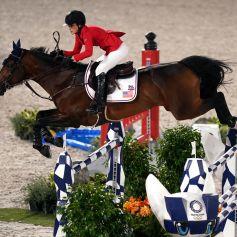 Jessica Springsteen et son cheval Don Juan Van De Donkhoeve, a remporté une médaille d'argent avec l'équipe des USA, aux Jeux Olympiques de Tokyo le 7 août 2021.