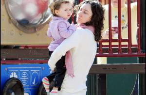 Sara Gilbert : en l'absence de sa compagne, elle est une maman sereine avec ses deux adorables enfants !