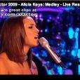 Alicia Keys interprète un medley lors de son passage sur le plateau de X Factor anglais le 29 novembre 2009